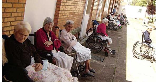 O preconceito contra os (as) idosos (as)  na sociedade atual.