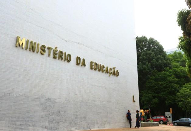 Cortes no MEC afetam educação básica, anunciada como prioridade por Bolsonaro