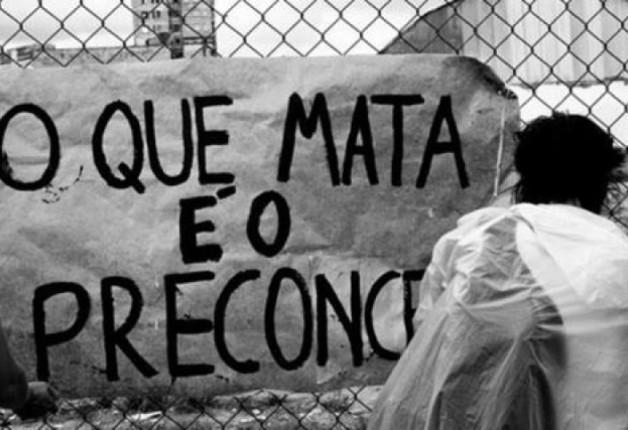 A ação dos grupos neonazistas no Brasil pela internet.